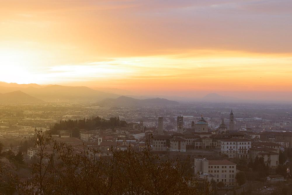 Dawn over Citta Alta (Upper City), Bergamo, Lombardy, Italy, Europe - 1179-2259