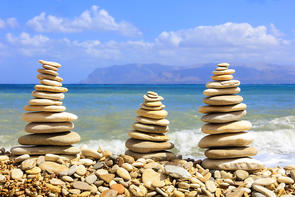 Sculptures of stones on beach, Castellammare del Golfo, province of Trapani, Sicily, Italy, Mediterranean, Europe