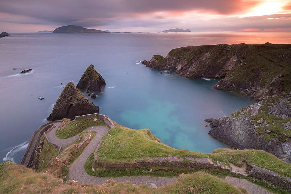 Sunset on Dunquin pier (Dún Chaoin), Dingle peninsula, County Kerry, Munster province, Ireland - 1179-3003