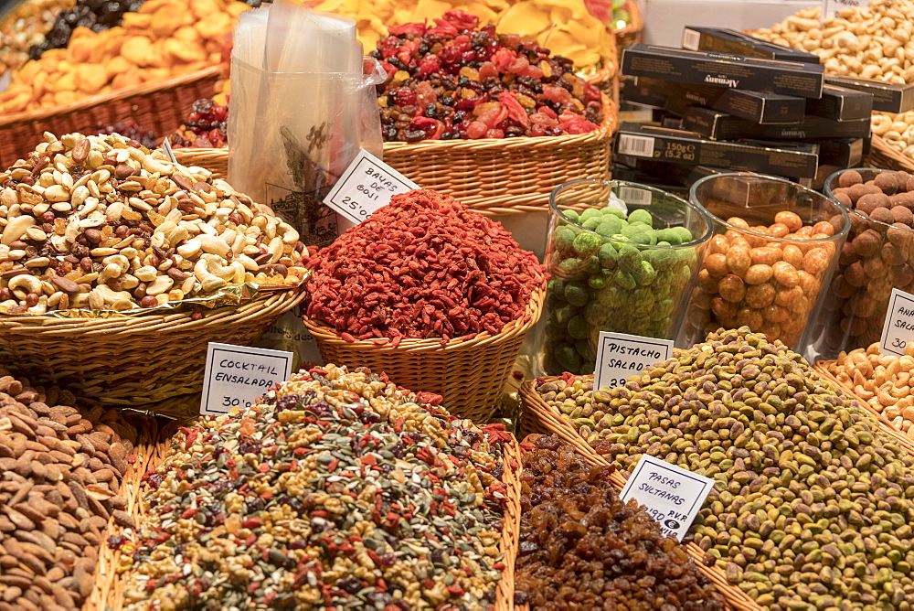 Pistachio and goji berries, La Boqueria Market, Ciudad Vieja, Barcelona, Catalonia, Spain, Europe