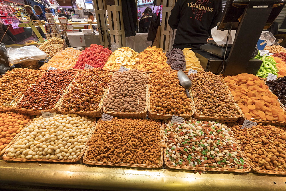 Nuts and dried fruit, La Boqueria Market, Ciudad Vieja, Barcelona, Catalonia, Spain, Europe