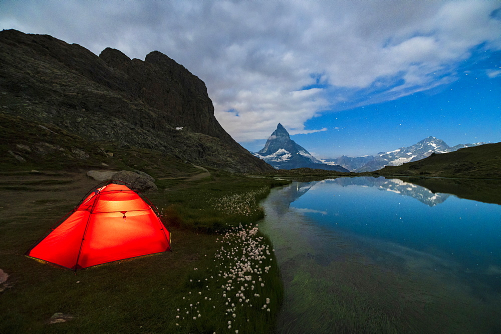 Tent on the shore of lake Riffelsee facing the Matterhorn, Zermatt, canton of Valais, Swiss Alps, Switzerland, Europe - 1179-3575