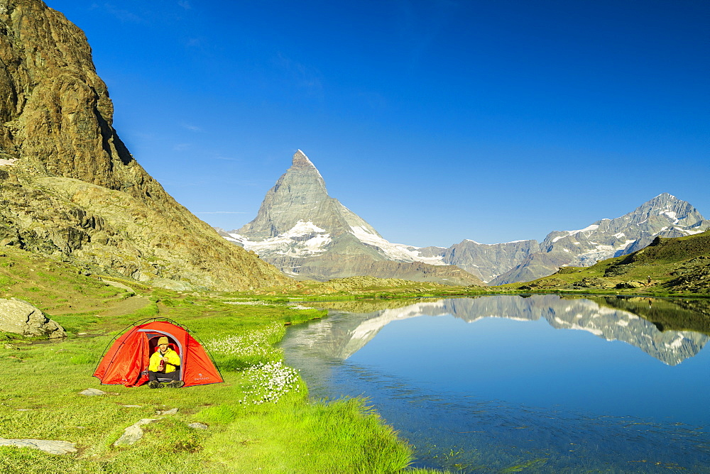Tent on the shore of lake Riffelsee facing the Matterhorn, Zermatt, canton of Valais, Swiss Alps, Switzerland, Europe