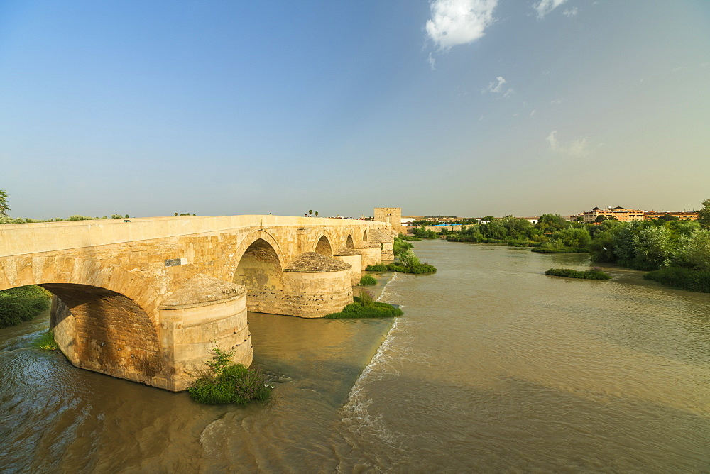 Puente Romano (Roman bridge) along Guadalquivir River at sunset, Cordoba, UNESCO World Heritage Site, Andalusia, Spain, Europe - 1179-3736