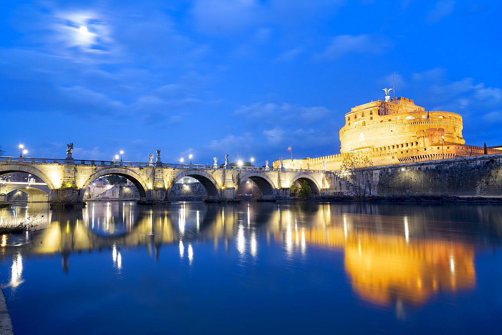 Dusk over Castel Sant'Angelo and bridge over River Tiber, UNESCO World Heritage Site, Rome, Lazio, Italy, Europe