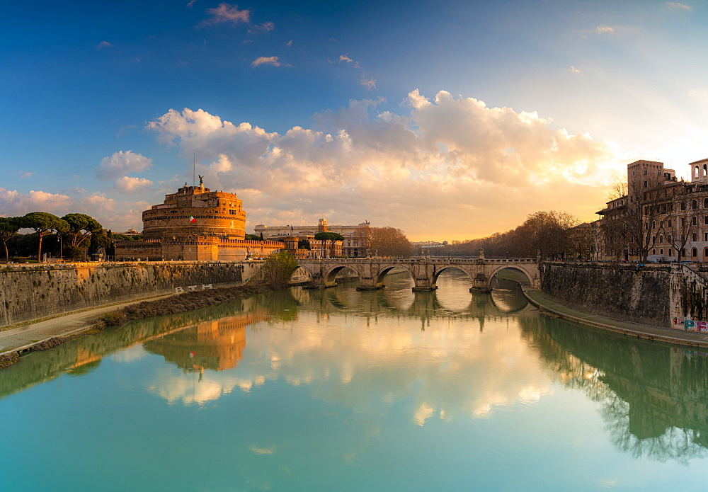 Panoramic of Castel Sant'Angelo, UNESCO World Heritage Site, and River Tiber at sunrise, Rome, Lazio, Italy, Europe
