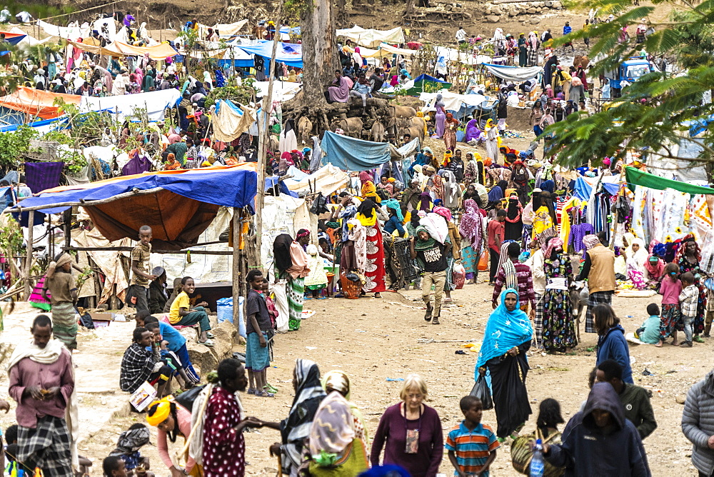 Crowd of people at the open market, Wollo Province, Amhara Region, Ethiopia, Africa