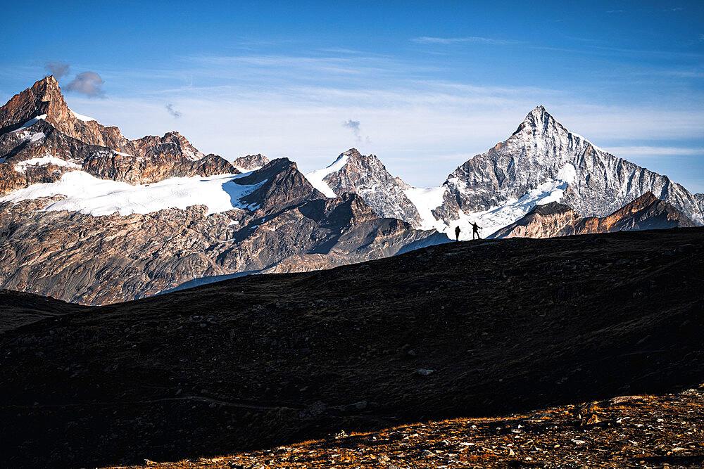 Silhouette of hikers admiring Weisshorn peak, canton of Valais, Switzerland - 1179-5033