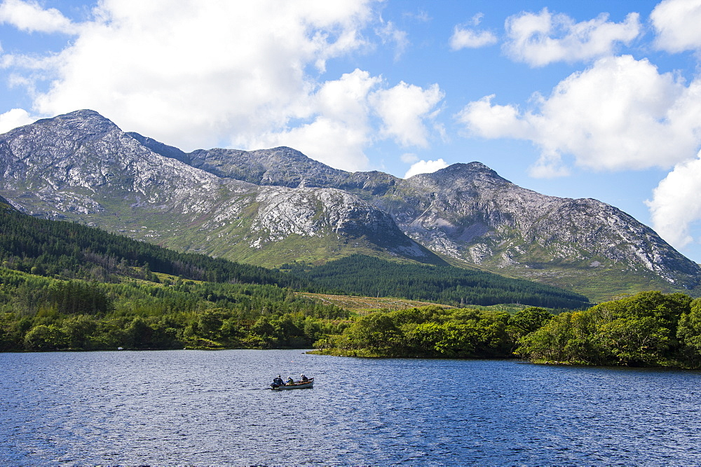 Lough Inagh in the Connemara National Park, County Galway, Connacht, Republic of Ireland, Europe