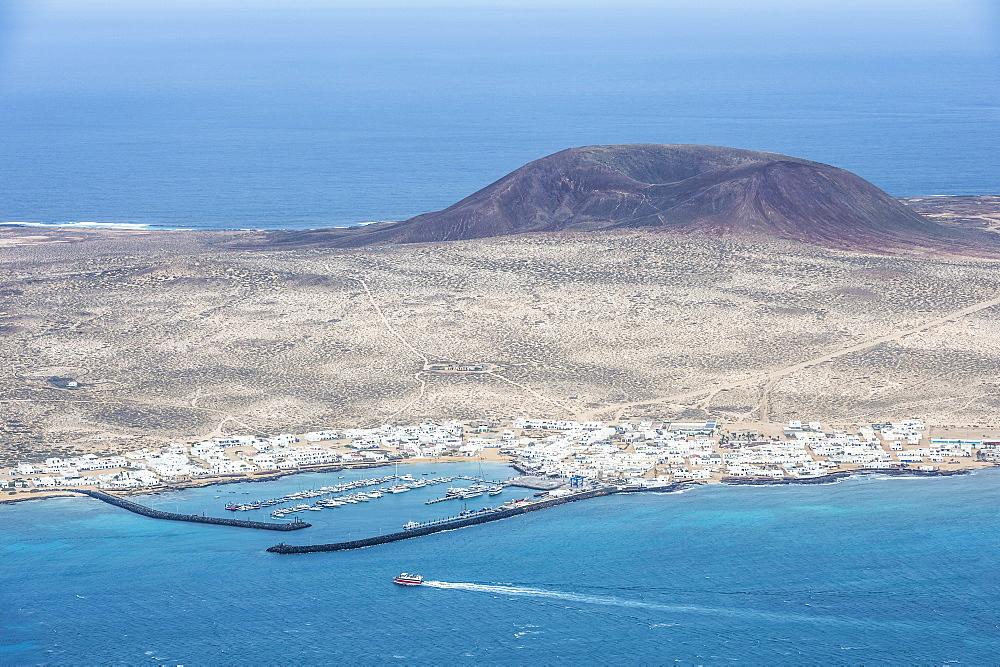 View over La Graciosa from Mirador del Rio observation point created by Cesar Manrique, Lanzarote, Canary Islands, Spain, Atlantic, Europe