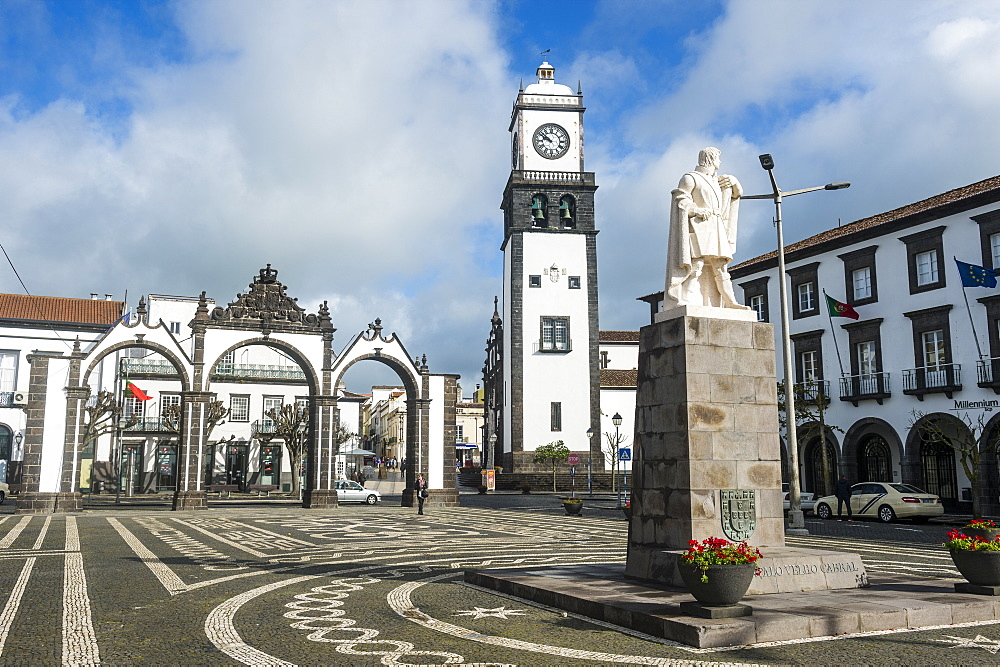 The Portas de Cidades in the historic town of Ponta Delgada, Island of Sao Miguel, Azores, Portugal, Atlantic, Europe