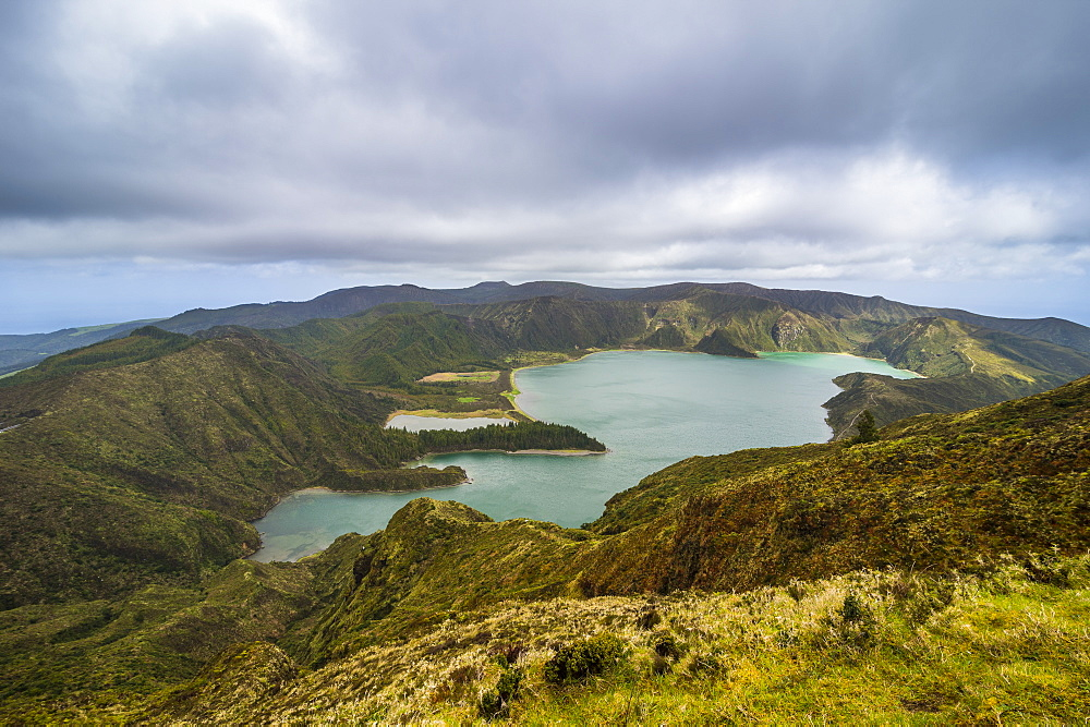 Lagoa de Fogo crater lake, Island of Sao Miguel, Azores, Portugal, Atlantic, Europe