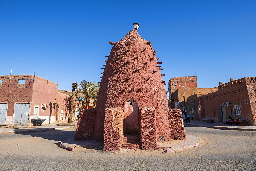 Old water well in the center of Timimoun, western Algeria, North Africa, Africa