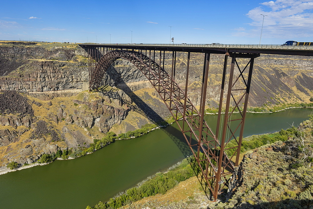 Bridge crossing, Snake river at Twin Falls, Idaho, USA
