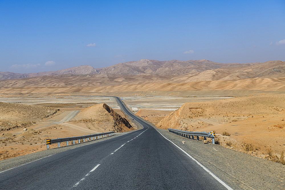 Long straight road between Bamyan and Yakawlang, Bamyan, Afghanistan