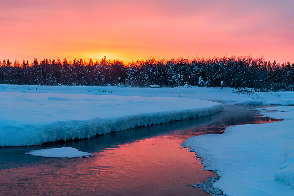Morning dawn on the Oymyakon River, Road of Bones, Sakha Republic (Yakutia), Russia, Eurasia
