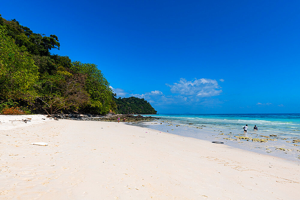 White sand beach and turquoise water, Koh Rok, Mu Ko Lanta National Park, Thailand, Southeast Asia, Asia