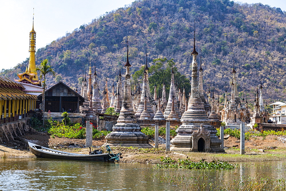 Many spikes like pagodas, Tharkong Pagoda, southern Inle Lake, Shan state, Myanmar (Burma), Asia