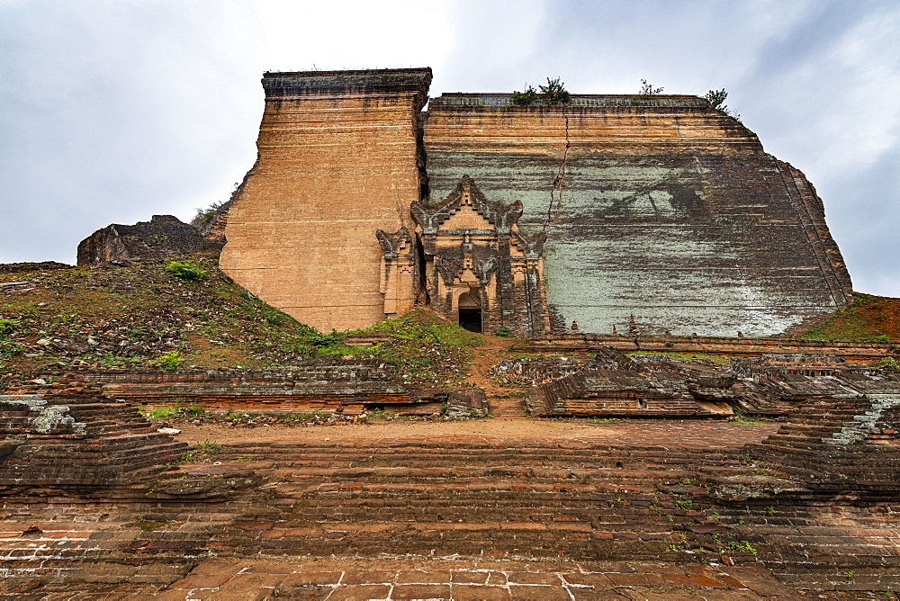 Mingun Pahtodawgyi, Mandalay, Myanmar (Burma), Asia