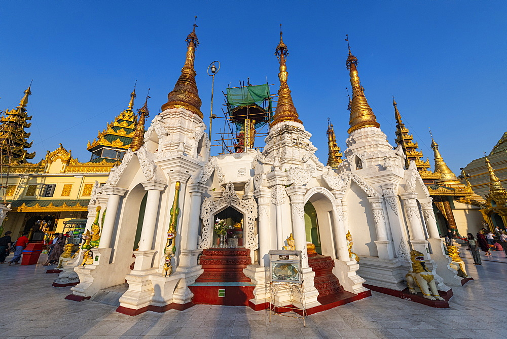 Golden spires in the Shwedagon pagoda, Yangon (Rangoon), Myanmar (Burma), Asia