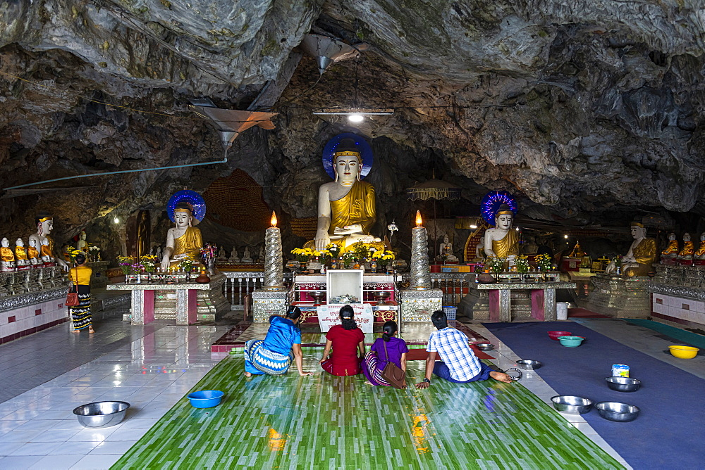 Many buddhas in the Kaw Ka Thawng Cave, Hpa-An, Kayin state, Myanmar (Burma), Asia