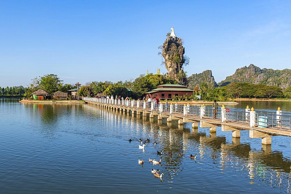 Little pagoda on a rock, Kyauk Kalap, Hpa-An, Kayin state, Myanmar (Burma), Asia