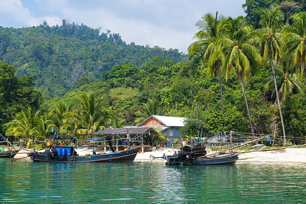 Moken, sea gypsy village on a white sand beach on Dome Island, Mergui (Myeik) Archipelago, Myanmar (Burma), Asia