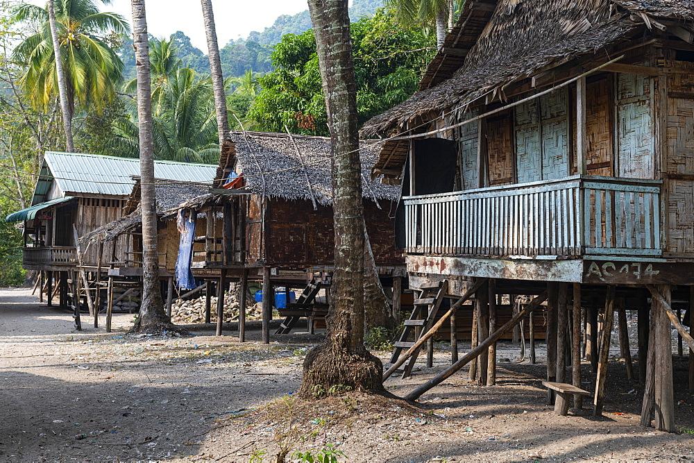 Moken, sea gypsy village on a white sand beach on Dome Island, Mergui (Myeik) Archipelago, Myanmar (Burma), Asia
