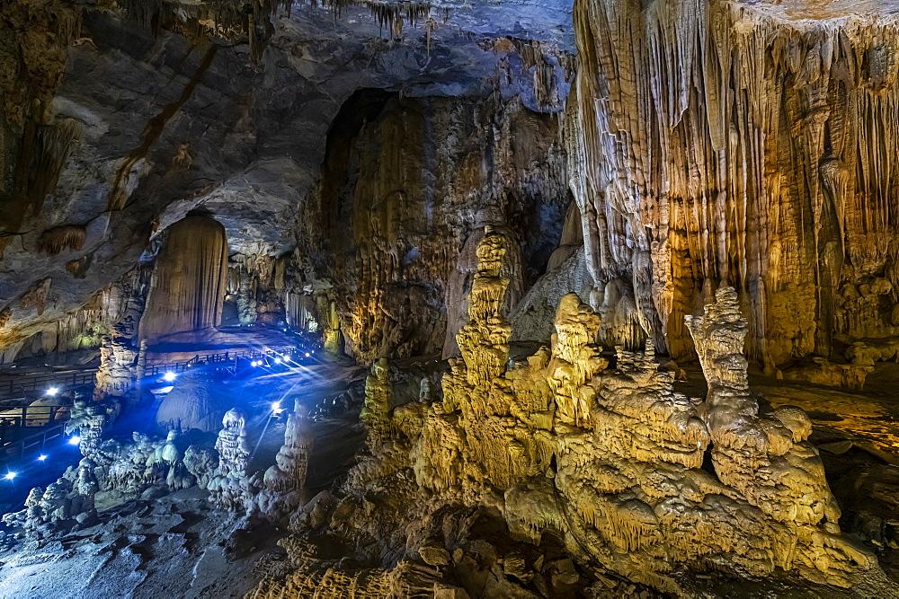 Colourful Paradise cave, Phong Nha-Ke Bang National Park, UNESCO World Heritage Site, Vietnam, Indochina, Southeast Asia, Asia