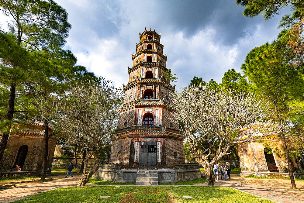 Pagoda of the Celestial Lady (Thien Mu Pagoda), Hue, UNESCO World Heritage Site, Vietnam, Indochina, Southeast Asia, Asia