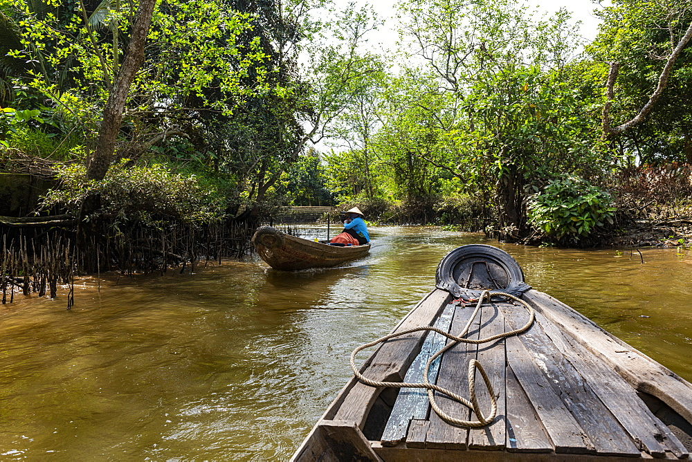 Rowing through a small water channel, Cai Be, Mekong Delta, Vietnam, Indochina, Southeast Asia, Asia