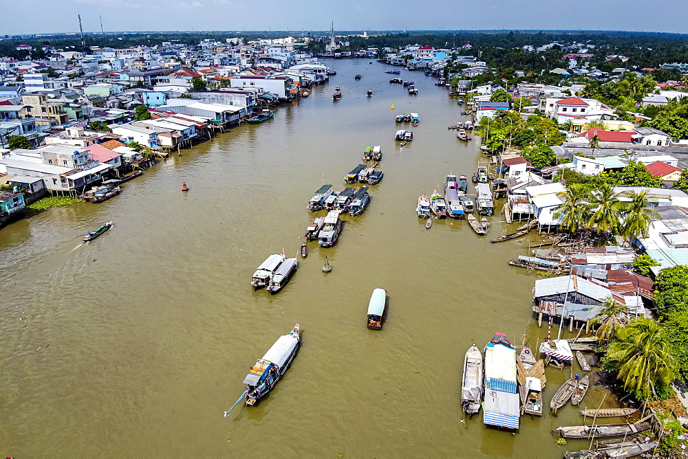 Aerial of the Cai Be floating market, Mekong Delta, Vietnam, Indochina, Southeast Asia, Asia