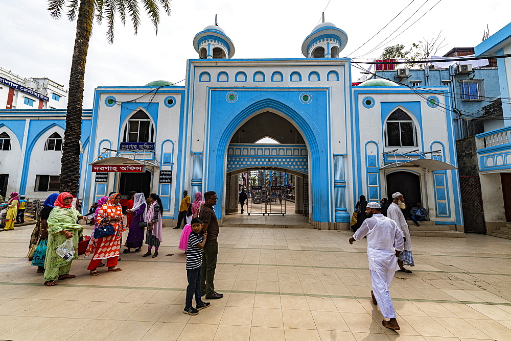 Entrance to the Hazrat Shah Jalal Mosque and tomb, Sylhet, Bangladesh, Asia