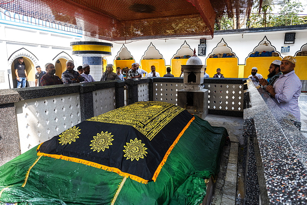 Tomb of Shah Jalal in the Hazrat Shah Jalal Mosque and tomb, Sylhet, Bangladesh, Asia