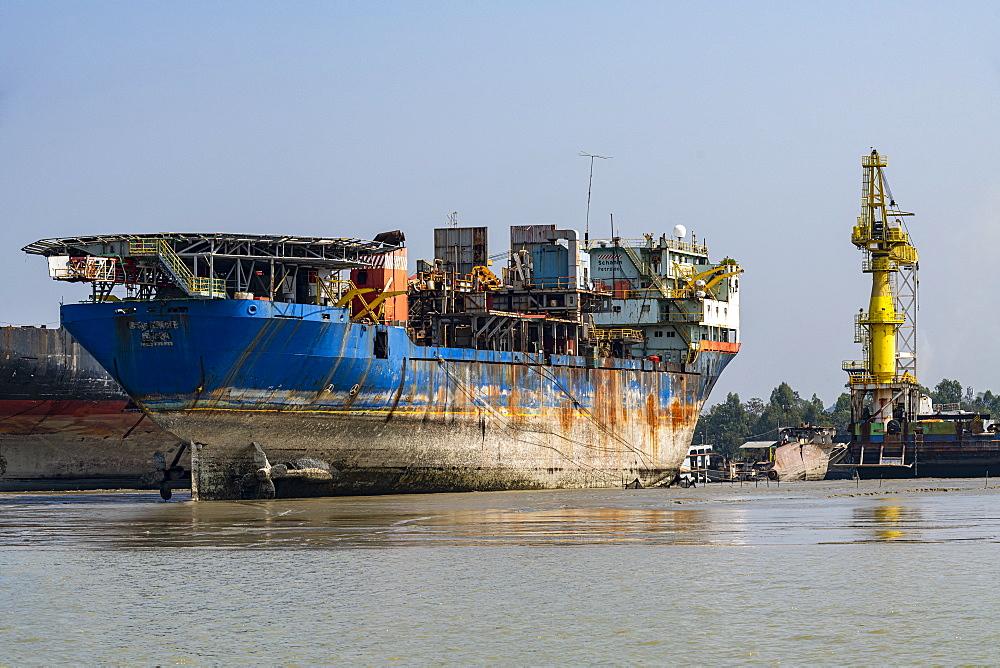 Huge container ship ready to be broken up, Chittagong Ship Breaking Yard, Chittagong, Bangladesh, Asia