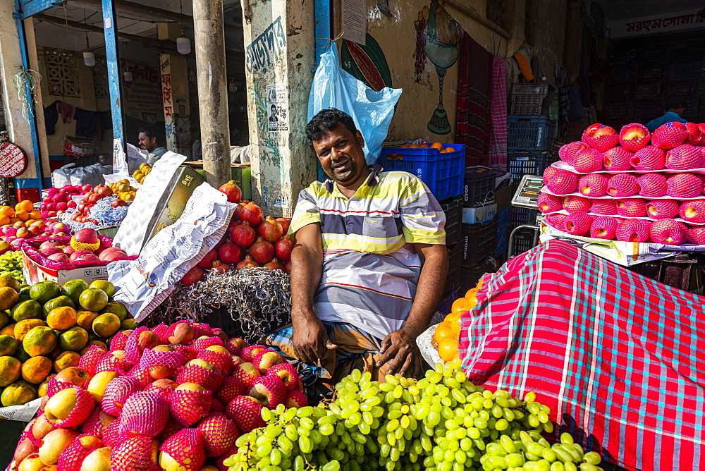 Man selling fruit, Dhaka, Bangladesh, Asia