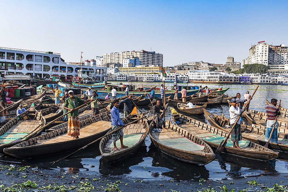 Men in their canoes waiting for new clients, Port of Dhaka, Bangladesh, Asia