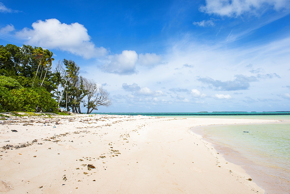 White sand and turquoise water at Laura (Lowrah) beach, Majuro atoll, Majuro, Marshall Islands, South Pacific