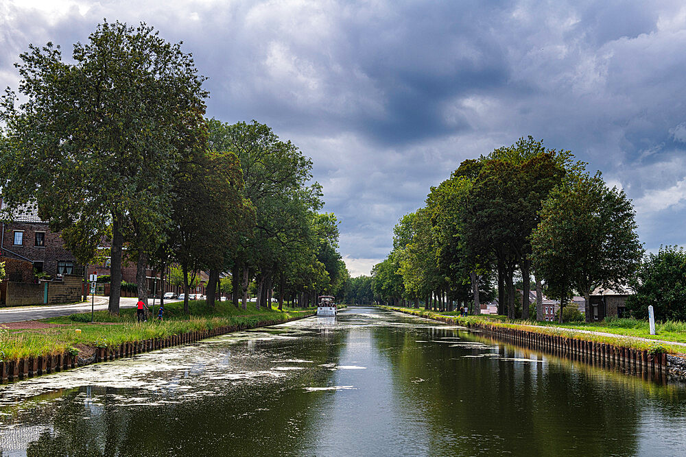 Canal du Centre, UNESCO World Heritage Site, linking Meuse and Scheidt Rivers, Belgium, Europe - 1184-4681