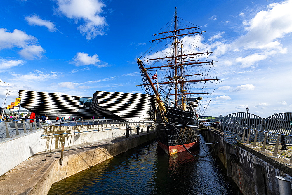 Discovery Point and RRS Discovery in front of the V&A Dundee, Scotland's design museum, Dundee, Scotland, United Kingdom, Europe - 1184-4730