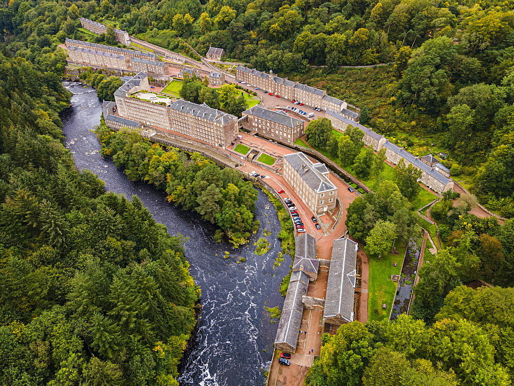 Aerial of the industrial town of New Lanark, UNESCO World Heritage Site, Scotland, United Kingdom, Europe - 1184-4792