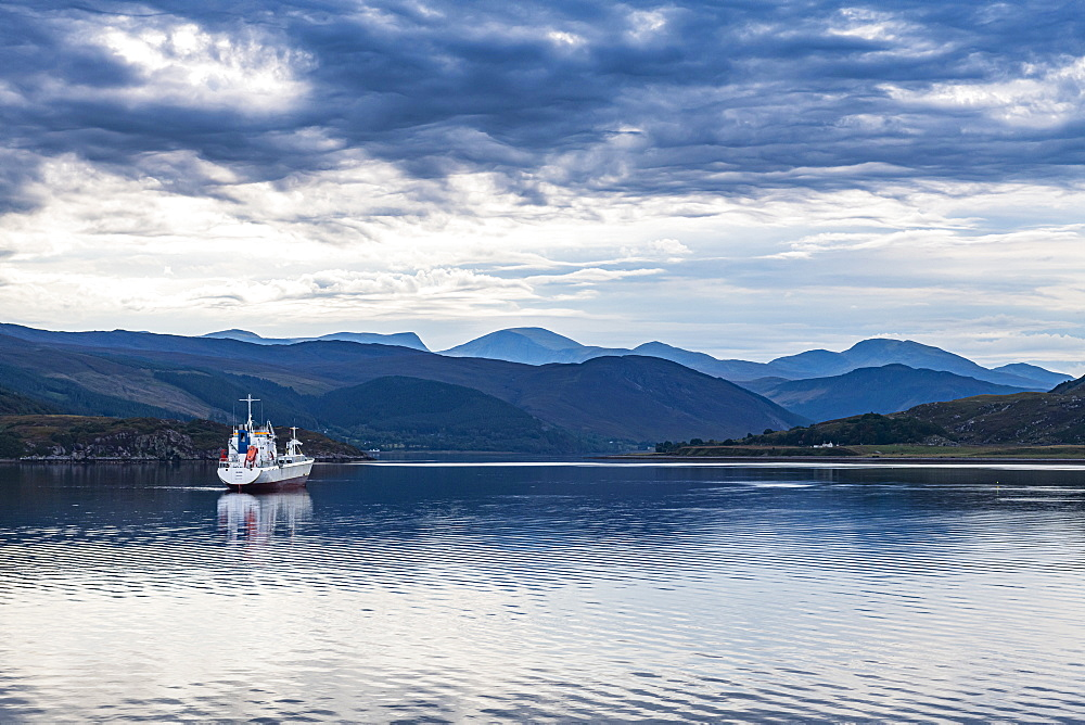 Fishing boat, Bay of Ullapool, Ross and Cromarty, Highlands, Scotland, United Kingdom, Europe - 1184-4807