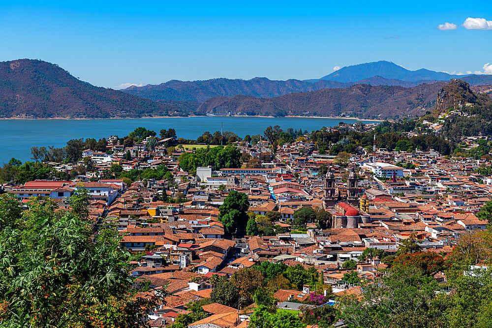 View over Valle de Bravo and Lake Avandaro, state of Mexico, Mexico, North America - 1184-5561
