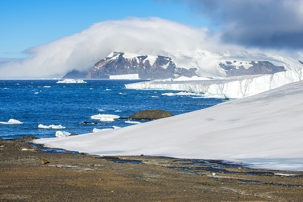 Glacier flowing in the ocean, Brown Bluff, Antarctica, Polar Regions