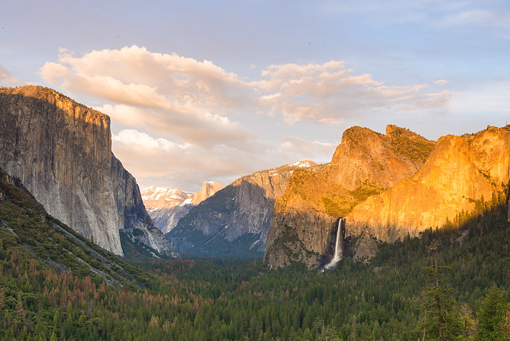 Tunnel View, Yosemite National Park, UNESCO World Heritage Site, California, United States of America, North America