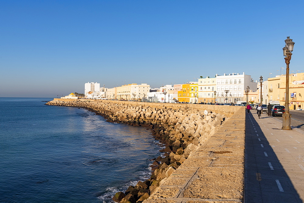 The promenade along quayside, Cadiz, Andalusia, Spain, Europe