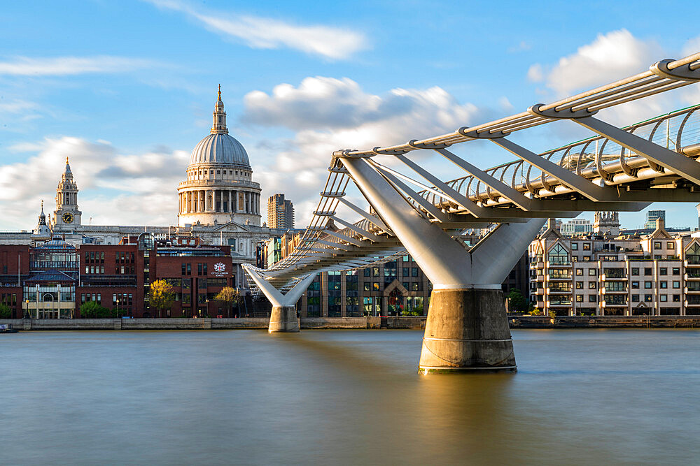 Millennium bridge and St Paul's Cathedral - 1186-765