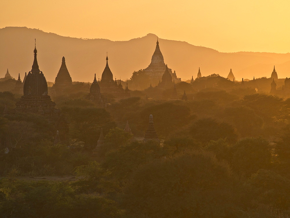 Sunset over the Buddhist temples of Bagan (Pagan), Myanmar (Burma), Asia - 1188-609