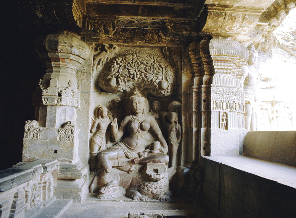 Jain sculpture, upper storey cave 32 (Indra Sabha) 9th century, Ellora, Maharashtra, India *** Local Caption ***