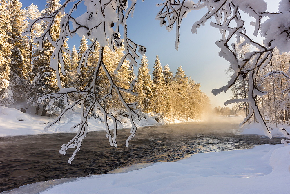 River Kitka (Kitkajoki) in winter, Kuusamo, Finland, Europe